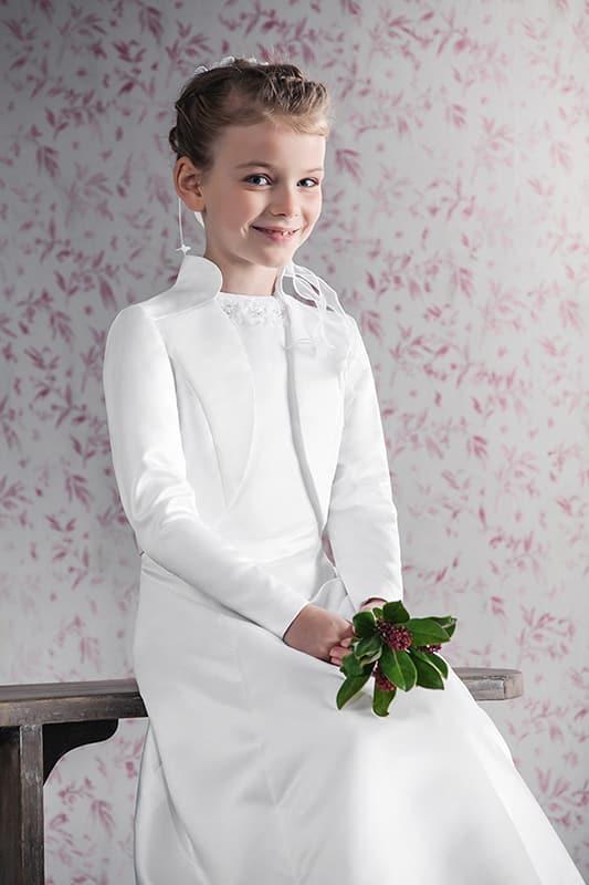 junges kind in eleganter kommunions mode vom haus der braut und gentleman 6
